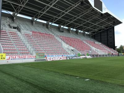 SV Zulte Waregem - Garde-corps et siège du stade Arc-en-ciel